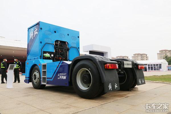 不用驾驶员了!激光雷达毫米波视觉感知解放L4级无人牵引车来了!