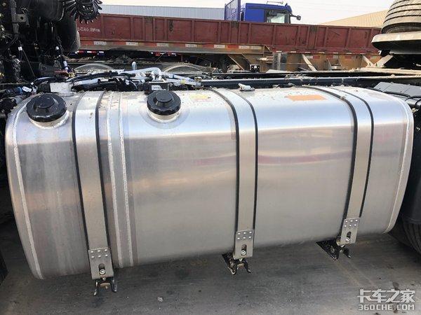 自重仅7.9吨,煤炭运输首选,实拍福田欧曼GTL质享版牵引车