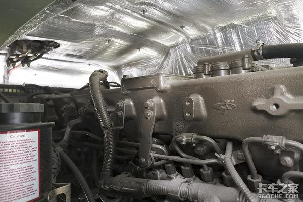 搭载玉柴350马力轩德X68x4自卸车实拍配6.5米货厢