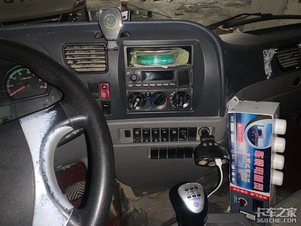 搭载玉柴+法士特动力链,实拍一汽凌河蓝牌自卸车