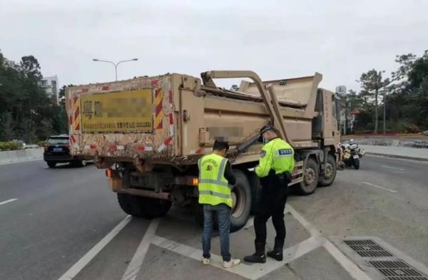 深圳整治泥头车:斑马线右转不礼让行人等11种违法将禁止从业