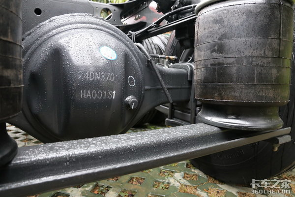 车市速看:460黄金动力AMT+气囊悬挂这台乘龙8×4载货配置够横