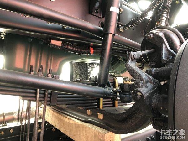 国六动力环保先行,实拍解放J6P自卸车底盘,承载力没的说