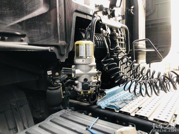 百公里油耗27L,进口卡车也不过如此,卡友:解放J7很靠谱