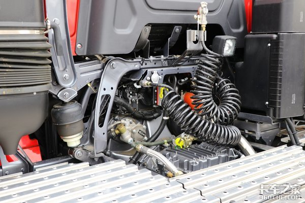 国六660马力配16挡AMT全车盘刹带液缓360环视超高配陕汽X6000图解
