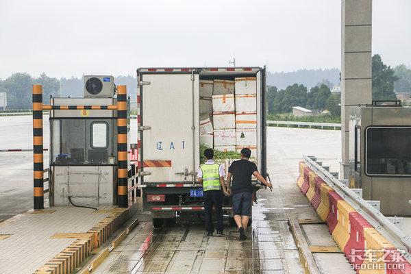 二轴货车怎么样才能免费拉绿通交通部回应:不超过18吨