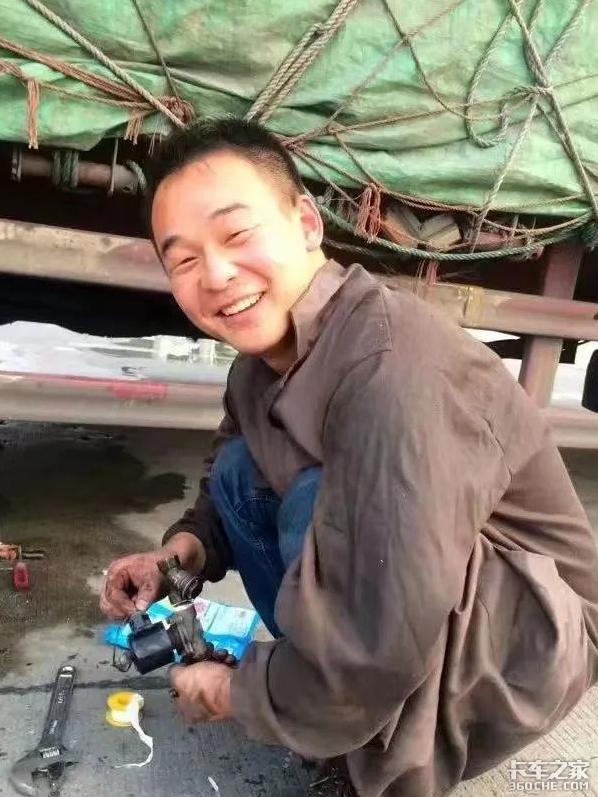 """司机停车场休息货主上门找车89年司机回忆卡车""""黄金时代"""""""