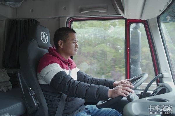 上汽红岩杰狮C500AMT牵引车跟车体验看车主和司机是如何评价的