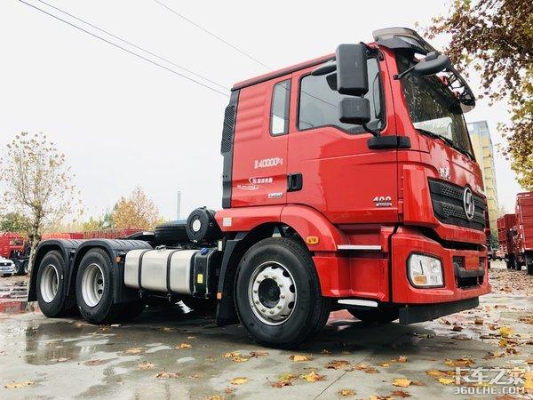 自重不到8吨陕汽德龙新M3000砂石料专用牵引车