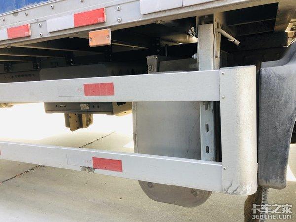 总长近10m实拍定制版中国重汽HOWOTX5快递车