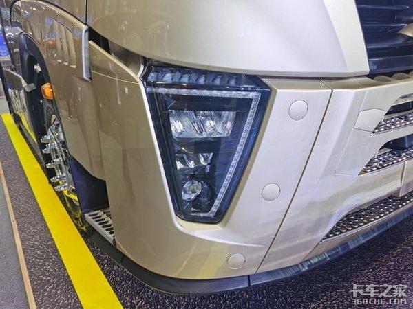 更高端更安全更高效盘点2021年各家年会的那些牵引车