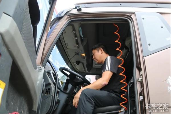 """""""七分养,三分修"""":30年卡车维修师教你如何养车?"""