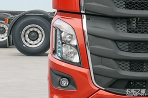 轻奢版乘龙H7自重8.1吨路况自适应性强