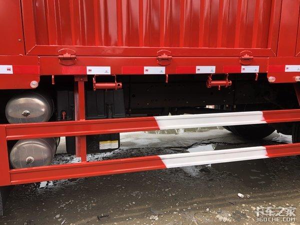 窄体高顶驾驶室双卧铺乘龙7米7载货车图解