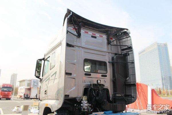 550马力豪华版解放J7B10寿命150万公里后桥带气囊