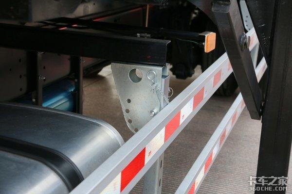 前桥也有气囊悬架!格尔发K5W不止于此带9.6米货厢