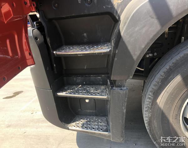 潍柴动力链+轻量化底盘重汽HOWOTX7专为煤炭运输而生