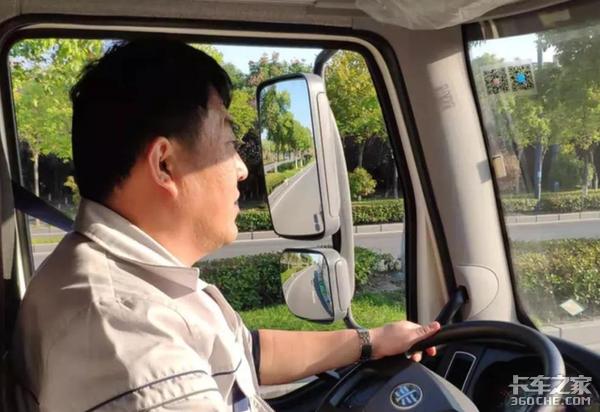 """""""月入过万、厂长陪吃饭"""":30年前的卡车司机究竟有多风光?"""
