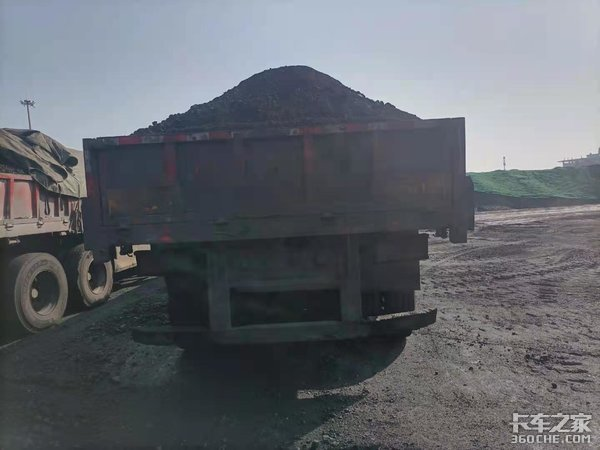 矮顶陕汽德龙M3000,煤运线路主力军