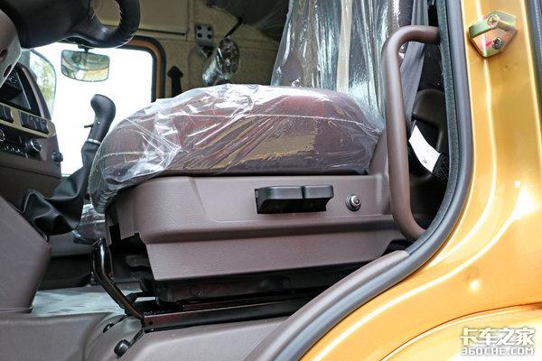 自重低至7.7吨1200升大油箱+独立暖风新乘龙H5高配牵引车图解