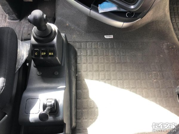 配13L发动机AMT变速箱这款载货车配置真高