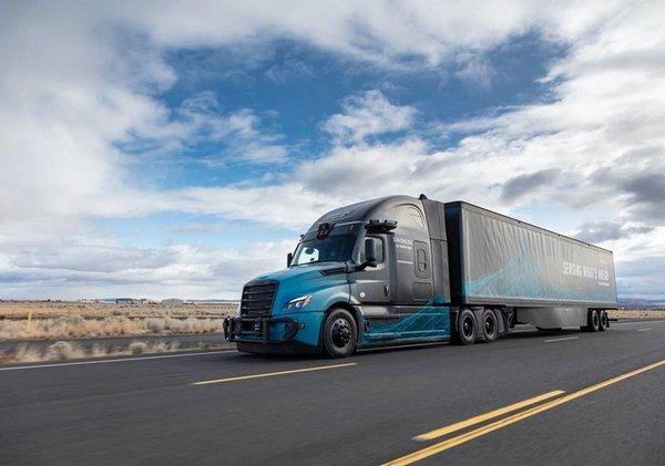 戴姆勒旗、亚马逊携手开发自动驾驶卡车