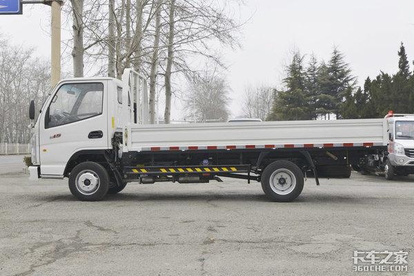 4米货厢配柴油动力东风小霸王W15图解承载力近2吨!