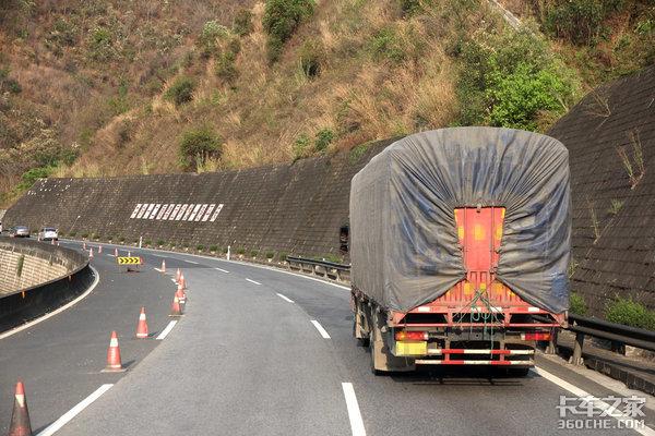 超载达143%三车追尾死亡5人超载货车再出严重事故