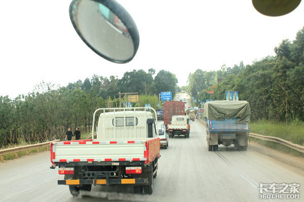 """重庆24小时严打货车超载超限强化实施""""一超四罚"""""""