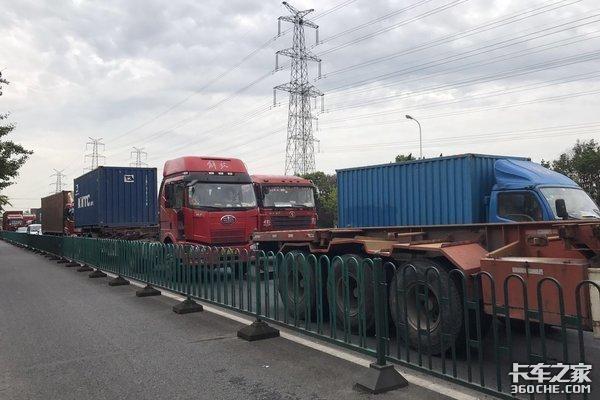 有货有车、月入18000就是没人干!上海港仍然有7000名集卡司机缺口