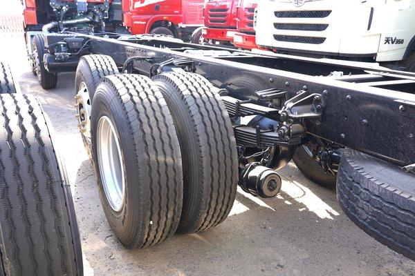 比8×4自重能轻一吨这款悍V2.08×2载货车能力足够出色!