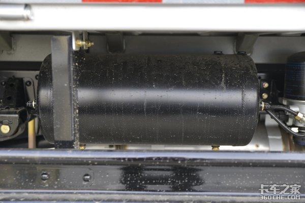 微卡装4米箱配潍柴2.3升动力这款缔途DX为何能叫嚣轻卡?