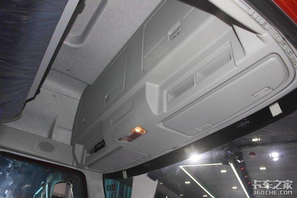 高顶双卧纯平地板这款245马力内饰超牛的6米8解放J6L很Nice