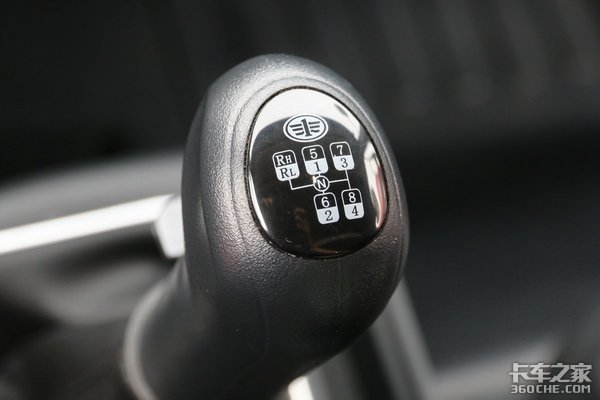 三大件5万公里换油周期解放J6L精英版标配有胎压检测系统