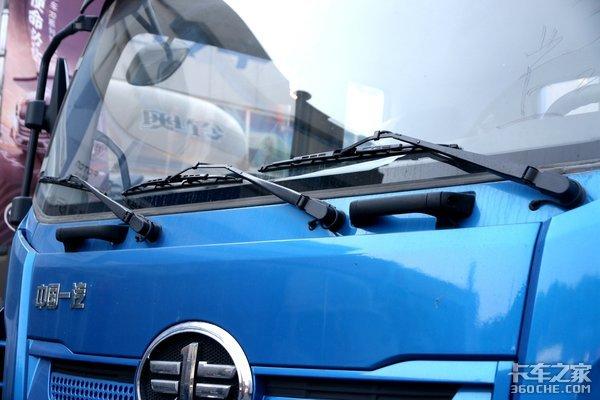 全新平台超高颜值的6米8中卡搭载解放动力220马力的解放JK6很OK