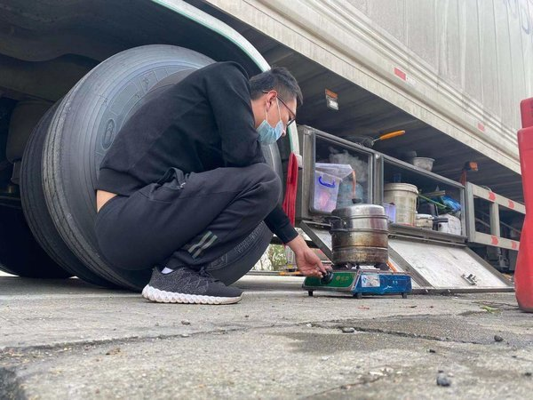 卡车司机王付伟从少年到青年17年的卡车江湖很精彩