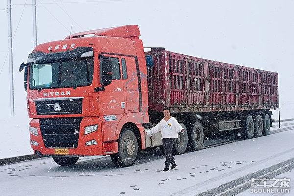 卡嫂刘文翠:风沙与共情真意浓很荣幸我嫁给了一名卡车人