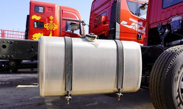 自重轻1吨解放悍V2.0四桥载货车图解