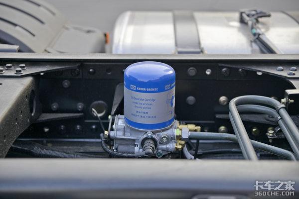 550马力+AMT配液缓3000公里大续航这款解放J6P配置太豪华