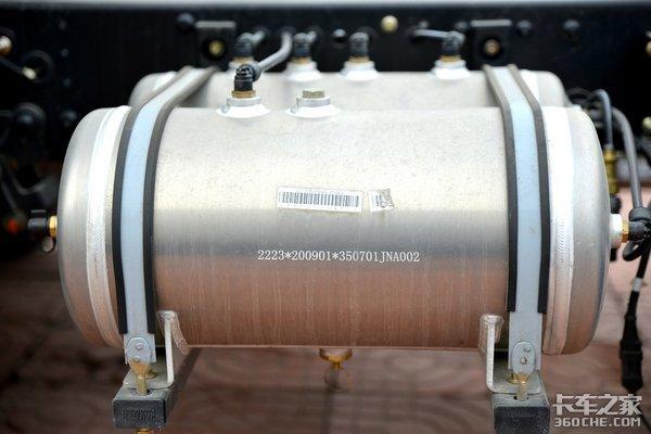 搭载云内170马力4升机配4米2箱这款上黄牌的大运新奥普力你怎么看?