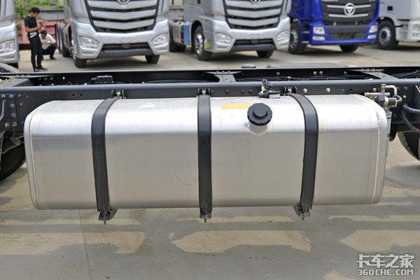 X12配ZFAMT气囊桥总重32吨凸地板的9米6欧曼EST更富性价比