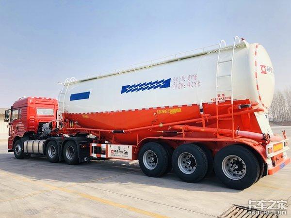 陕汽德龙新M3000超轻量化配置标载运输真不错