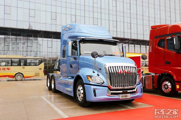柳汽乘龙T7对比江淮格尔发V7谁才是最美国产长头牵引车?