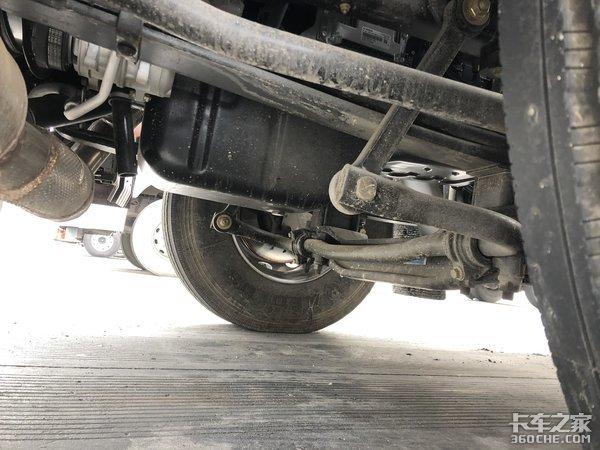 搭载雷诺Dci动力链东风天龙VL危化品牵引车