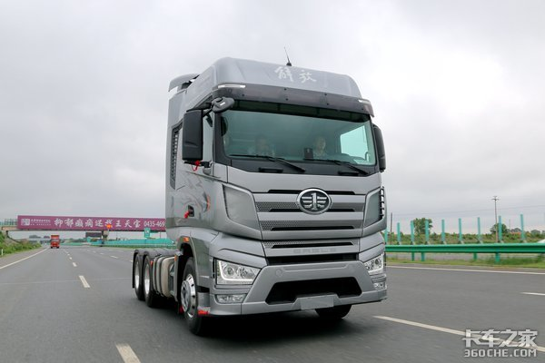 新增460/500两款动力选择解放J7新款牵引车来了!