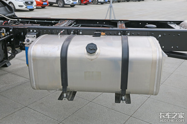 全系12.38万起底盘自重低至4.45吨这款高顶6米8德沃斯太给力