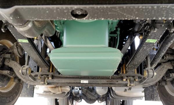手动挡钢板悬架解放J7标配版更加平易近人