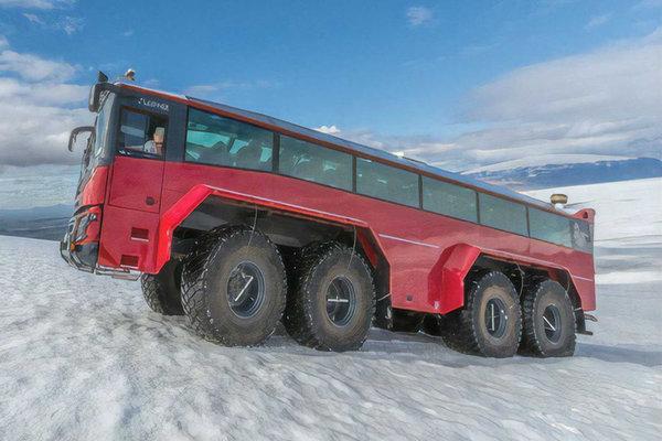 卡车也能当客车?这地方奇葩卡车真多850马力底盘还能这样玩?