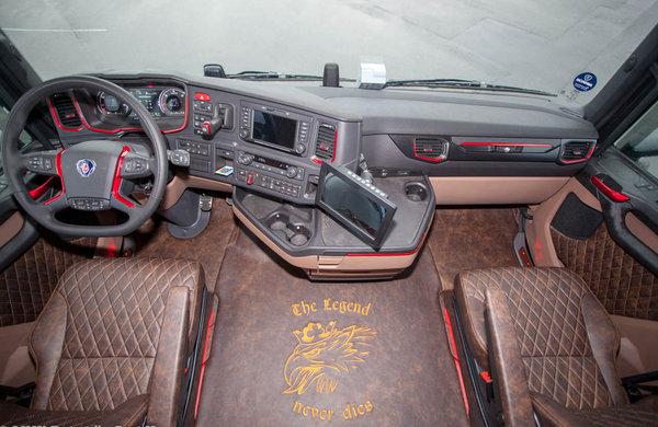 这不就是豪华包间吗?定制版斯堪尼亚770S全是钱的味道