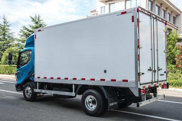 蓝牌车轻量化这种材料的货厢不贵还轻自重接近铝箱!